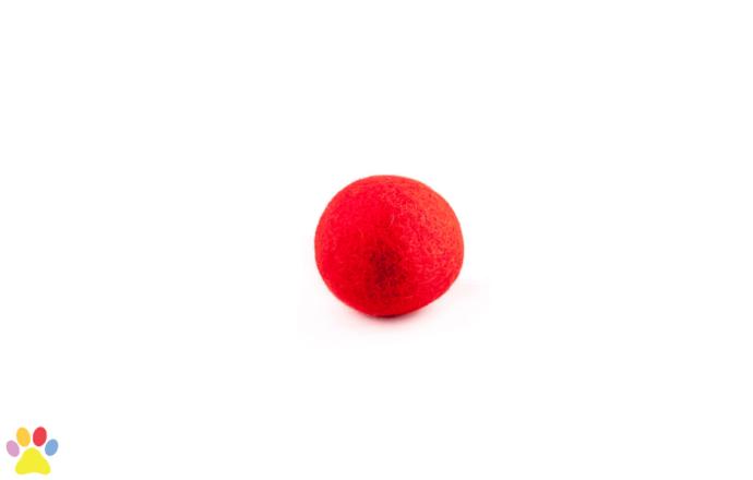 Gekleurde wolleballetje rood