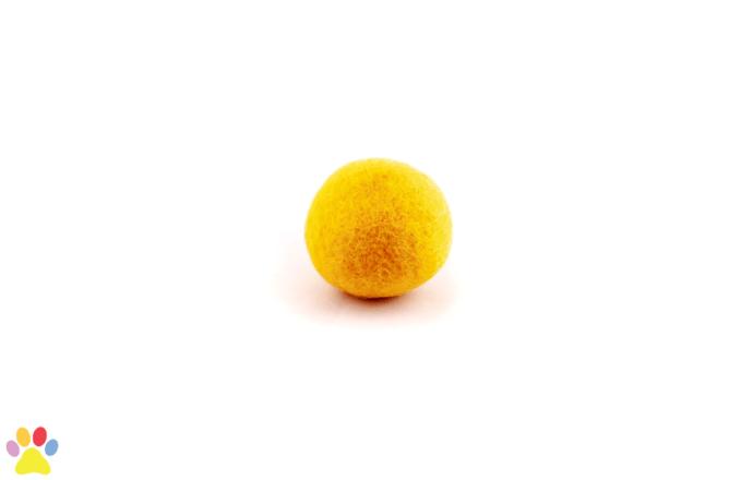 Gekleurde wolleballetje geel